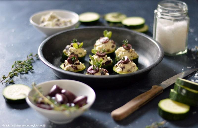 Schneller Fingerfood für Silvester- überbackene Zucchinischeiben mit Schafskäse