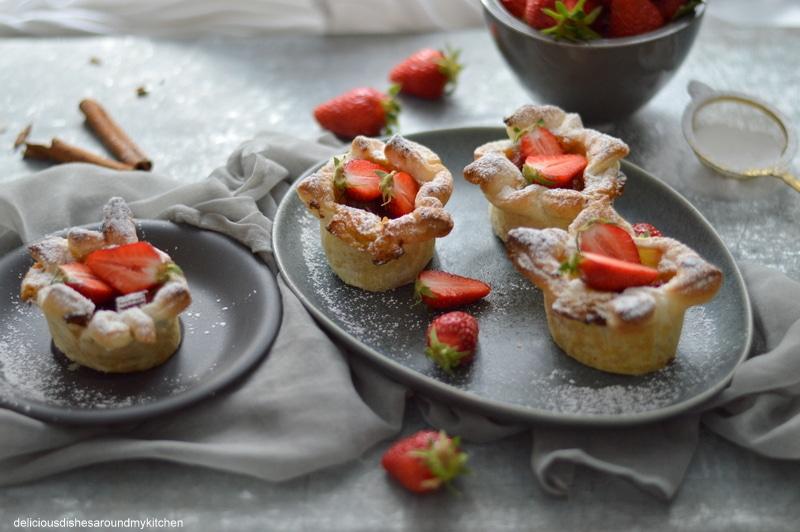 Pastéis de Nata- feines Blätterteiggebäck mit Rhabarber und Erdbeeren